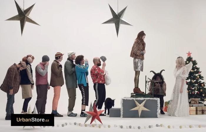 UrbanStore zasadil vánoční kampaň do módního pekla  d8ab9867576